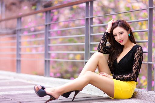 ヒールにタイトスカート♡《お姉さん系ファッションの女性》